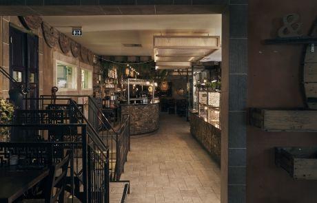 hyggeligt lokaler med bar og buffet hos Rizraz
